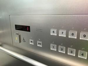 バイブレーション-エレベーター中後