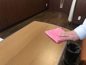 テーブルの拭き掃除